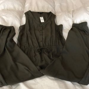 EXPRESS NWT olive green jumpsuit medium